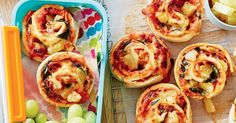 For a tasty lunch box treat, make these cheesy Hawaiian pizza scrolls!