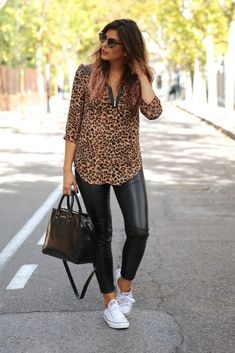 The post Look com tênis appeared first on Love Mode. Herbstoutfit Love Mode - The post Look com tênis appeared first on Love Mode. Mode Outfits, Chic Outfits, Spring Outfits, Fashion Outfits, Cheetah Print Outfits, Leather Pants Outfit, Leather Leggings, Look Fashion, French Fashion