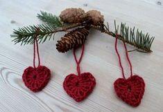 hæklede hjerter til jul Swedish Christmas Decorations, Scandinavian Christmas, Crochet Christmas Ornaments, Christmas Knitting, Christmas Crafts, Simple Christmas, Homemade Christmas, Red Christmas, Crochet Gifts