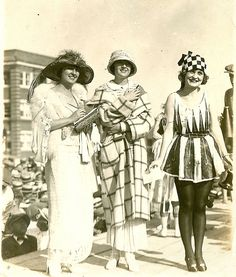 1920s beauty contest... I'm loving the outfits the two ladies on the left are wearing! So classy and soficated.