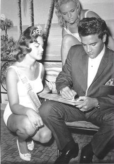 """Elvis - while on a break from filming """"Follow That Dream"""" - a day at the Mermaid Show at Weekie Wachee, FL"""