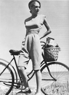 "Kids, we called this length of pants ""pedal-pushers,"" since they didn't get caught in bicycle wheels. Claire McCardell bicycle outfit, Isn't her sweater snappy? Claire Mccardell, Looks Vintage, Vintage Love, Vintage Photos, 1940s Fashion, Vintage Fashion, Anjou Velo Vintage, Bici Retro, Vintage Outfits"