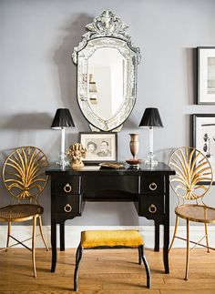 How to Paint Wood Furniture Like You've Been Doing It For Years: Browse the local flea market or scan Craigslist, and you'll find a surplus of affordable but dated wood furniture. Black Furniture, Paint Furniture, Furniture Makeover, Garden Furniture, Furniture Design, Furniture Decor, Rental Decorating, Interior Decorating, Decorating Ideas
