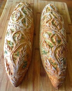 A baker named Blondie + Rye uses crust as an unconventional canvas for her bread art. Loaves of sourdough are decorated with designs carved into the crust. Bread Art, Rye Bread, Sourdough Bread, Yeast Bread, Art Du Pain, Japanese Bakery, Food Artists, Bread And Pastries, Artisan Bread