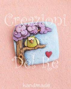 """Magnete linea """"Gufetto Attanasio"""""""" in resina interamente modellato e dipinto a mano disponibile in varie colorazioni."""