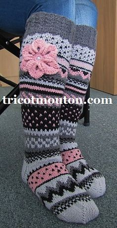 Ravelry: Bas Vintage pattern by Danielle Nadeau Crochet Boot Socks, Lace Socks, Crochet Slippers, Knitting Socks, Crochet Gifts, Knit Crochet, Knitting Patterns, Crochet Patterns, Fluffy Socks