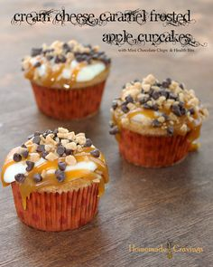 GORGEOUS Cream Cheese & Caramel Frosted Apple Cupcakes with mini chocolate chips & health bits! #cupcakerecipes