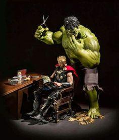 The secret life of superhero toys by hrjoe photography - hulk cutting thor& Marvel Avengers, Marvel Dc Comics, Bd Comics, Marvel Heroes, Funny Avengers, Avengers Superheroes, Batman Wonder Woman, Spiderman, Hulk Superhero