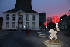 Gemeente Mol werd op Valentijnsdag versierd met Hartjesballonnen en flyers, waarmee de gelukkige vinders, AH vruchtenhartjes in de winkel konden ophalen!