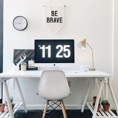 Love the ¨Be Brave¨ banner in the monochrome office of @chapter25photo | @workspacegoals