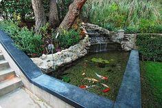Alguns modelos de Lago Artificial para Peixes no Jardim podem inspirar você a realizar um belíssimo trabalho em sua casa.