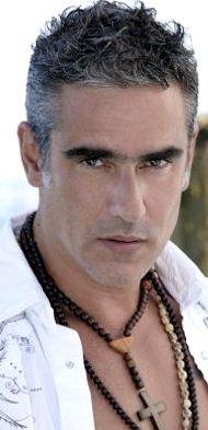 El actor y director Miguel #Varoni #Colombia Colombian Men, Silver Foxes, Comedy Series, Hairy Men, Handsome, Actors, Long Hair Styles, Guys, Director