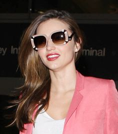 See The Sunglasses Your Favorite Celebs Are Wearing Now Celebrity Sunglasses, Trending Sunglasses, Cool Sunglasses, Sunglasses Women, Sunnies, Celebrities With Glasses, Louis Vuitton Sunglasses, Style Snaps, Miranda Kerr