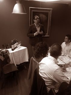 Noches de Vino en Vinalia. En esta ocasión se realizó la cata comentada y maridada de los vinos de las Bodegas Luis Cañas por parte de Óscar Cárdenas, Sumiller de la Bodega