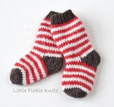 Simple Stripy Baby Socks Knitting pattern by Little Pickle Knits Baby Mittens Knitting Pattern, Christmas Knitting Patterns, Knitting Socks, Knit Patterns, Baby Knitting, Knit Socks, Knitted Baby, Crochet Baby, Little Girl Dress Patterns