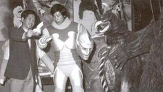 Jet Jaguar unmasked (suit actor: Tsugutoshi Komada) together with Gigan!  Behind the scene picture from Godzilla vs. Megalon (ゴジラ対メガロ) 1973.