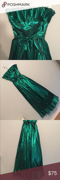 Vintage Victor Costa Emerald Green Gown Where my mermaids at?! Sirens of the sea, Ariel's of the land, put down your forks and get your hands on this gown! This incredibly shimmery Emerald, sweetheart cut, frilled and fabulous gown is the thing of vintage dreams. Victor Costa did a good thing when he brought this gown to life. (Light plastic boning in bodice // incredible condition) Vintage Dresses Strapless