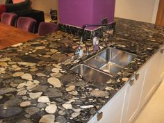 love the look of this its different from most marble worktops