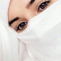Niqab Eyes, Hijab Niqab, Muslim Hijab, Hijab Chic, Mode Hijab, Beautiful Muslim Women, Beautiful Hijab, Beautiful Eyes, Hijab Wedding Dresses