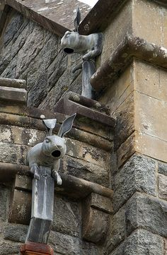 HARE: This is a cool downspout on the back of St. Conan's Church on Loch Awe in Scotland. Work by Lynn Suckow. Estilo Kitsch, Garden Art, Garden Design, Rabbit Art, Bunny Art, Green Man, Architectural Elements, Architecture Details, Innovative Architecture