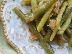 Greek-Style Braised Green Beans - Dulcedo  http://dulcedoblog.blogspot.com/2008/03/greek-style-braised-green-beans.html