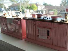 Cocina en miniatura rosa cabaña fregadero, estufa y más