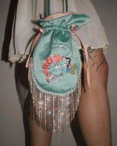 "ЗАРЫКОВСКАЯ 2.0 on Twitter: ""Купила такую сумку… "" Potli Bags, Dice Bag, Bleu Turquoise, Embroidered Bag, Beaded Brooch, Pouch Bag, Mode Outfits, How To Make Beads, Fashion Bags"