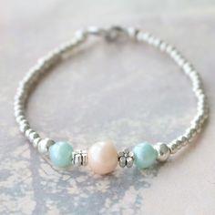 Entwerfe einen fröhlichen Sommerlook mit unseren Glasperlen Pearl Glitzer und DQ Metall Perlen…herrlich