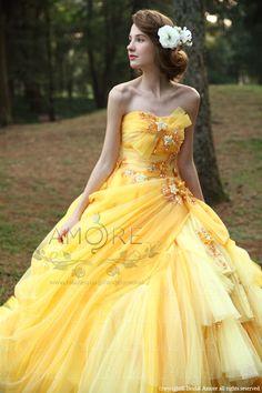 Definitely a fairytale gown. Quince Dresses, Ball Dresses, Ball Gowns, Bridal Gowns, Wedding Gowns, Barbie Mode, Fairytale Dress, Fantasy Dress, Quinceanera Dresses