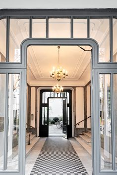 Imposing entrance to the property in Berlin Wilmersdorf. The large doors, chandeliers and marble floors make this entrance area so special. #marble #floor #marblefloor #marblefloors #entrance #door #property #berlin #house #housing #househunting #realestate #chandelier