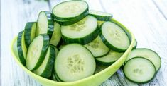 7 Days – 7 Kg Less (Cucumber Diet) The cucumbers are amazing vegetables. They are packed with nutrients and health benefits. Cucumbers contain vitamins and minerals. Cucumber Canning, Cucumber Salad, Cucumber Benefits, Healthy Vegetables, Calories, Vitamins And Minerals, Health Diet, Healthy Life, Stay Healthy