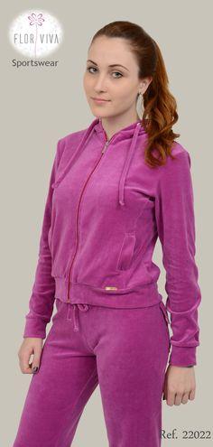 Mais um lançamento surpreendente! Conjunto de plush: Jaqueta com capuz, zíper, e bolsos. Calça com cós e cordão, bolsos nas costas. Ref. 22022 Tam. P - M - G - GG Cor da foto: Purple Rain  #serranegra #inverno #camposdojordao #florviva #monteverde #agasalho #fitness #moda #lojaflorviva #amparo #fabricacaopropria