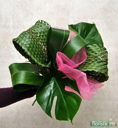 941 x 1024 ( Tall Floral Arrangements, Church Flower Arrangements, Church Flowers, Diy Flowers, Flower Decorations, Paper Flowers, Arte Floral, Leaf Art, Flower Bouquet Wedding