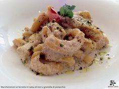 Maccheroncini al ferretto in salsa di noci e granella di pistacchio - Spirito Mediterraneo Modica