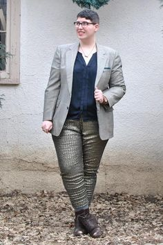 Over the years we've gotten lots of qwearies about dressing androgynous for  different body types. There is hardly any information out there about  dressing androgynous for anyone who isn't skinny!  This lack of representation is so damaging to people who identify as  androgynous but don't fit