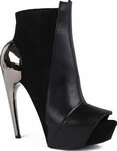 Gareth Pugh Sandy Suede and Leather Ankle Boots in Black