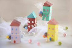 γιαουρτοπόταμος: Μπομπονιέρες χειροποίητα ξύλινα σπιτάκια Holiday Decor, Blog, Home Decor, Homemade Home Decor, Blogging, Decoration Home, Interior Decorating