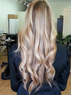 Hair salon located in Pittsburgh, Pennsylvania specializing in balayage color and keratin treatments.
