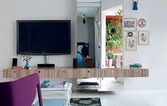 O uso de espelhos nos móveis é uma boa dica da dupla Gabriel Valdivieso e Carolina Pereira