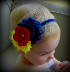 Snow White inspired headband. Blue and yellow shabby flowers with a red felt flower. Pearl in the center. Attached to a blue glitter elastic band. Great price and low shipping!