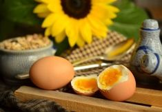 Can dogs eat eggs? Yes dogs can eat eggs. Eggs are high in protein and an excellent source of vitamins. Dogs can eat boiled, fried, scrambled, and they can even eaten raw. Can Dogs Eat Eggs, High Protein Recipes, Healthy Recipes, Keto Snacks To Buy, Protein Rich Breakfast, Healthy Egg Salad, Healthy Shakes, Good Foods To Eat, Healthy Smoothies