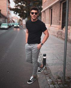 Vans Old Skool: Dicas de look para combiná-lo -Tênis Vans Old Skool: Dicas de look para combiná-lo - Men Accessories Summer Outfits Men, Stylish Mens Outfits, Summer Men, Man Style Summer, Cool Outfits For Men, Simple Outfits, Mode Man, Casual Wear For Men, Men Style Casual