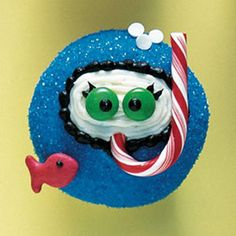 Hilarious Snorkeler cupcake made with M&M's, candy cane, and Goldfish crackers.