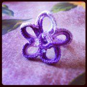 Cappelli, sciarpe, guantini, orecchini, anelli, collane, borsette, fermagli per capelli e quant'altro...  http://www.facebook.com/pages/La-Boutique-di-Kandy/136413269742174