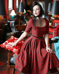 Idda van Munster - For wearing the most beautiful tartan dream dress.Idda van Munster keeps her accessories simple with a chic headscarf, focusing on the print of our Gigi Tartan Swing DressVintage Dress Kate Middleton 50 Shades Of Grey Party DressVi Vintage 1950s Dresses, Vestidos Vintage, Vintage Outfits, Tartan Fashion, Retro Fashion, Mode Tartan, Pretty Dresses, Beautiful Dresses, Idda Van Munster