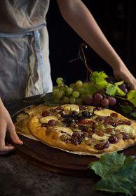 Los cerezos en flor: Coca de uvas asadas al vino de Oporto Fondue, Coco, Pizza, Parties, Ethnic Recipes, Wings, Flower, Blue Cheese, Goat Cheese
