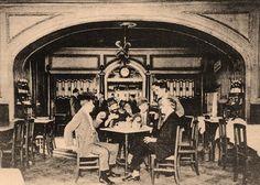 Fernando Pessoa, Antonio Botto, Raul Leal, Augusto Ferreira Gomes.   Café Martinho da Arcada, Terreiro do Paço, 1928.