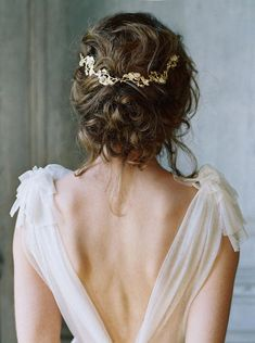 Bridal accessories for the fine art bride. Enchanted Atelier hair combs, hair accessories and veils for the stylish bride. Rustic Wedding Hairstyles, Bride Hairstyles, Pretty Hairstyles, Hairstyle Ideas, Chignon Hairstyle, Messy Chignon, Simple Hairstyles, Teen Hairstyles, Latest Hairstyles