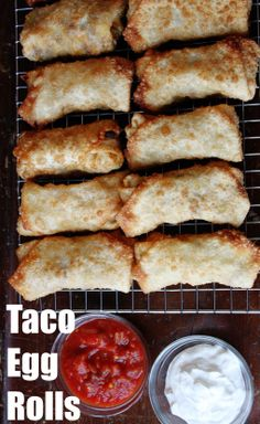 Taco Egg Rolls Perfect for dipping in salsa and sour cream, our taco egg roll appetizers offer a new take on the traditional egg roll. Wonton Recipes, Egg Roll Recipes, Appetizer Recipes, Great Recipes, Favorite Recipes, Dinner Recipes, Dinner Dishes, Yummy Appetizers, Main Dishes
