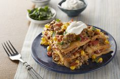Find out how to make this Easy Baked Taco Pie. From ground beef and veggies to the dollop of sour cream on top, this Easy Baked Taco Pie has it all. Taco Pie Recipes, Casserole Recipes, Mexican Food Recipes, Cooking Recipes, Taco Casserole, Pierogi Casserole, Mexican Casserole, Fun Recipes, Tacos Au Four